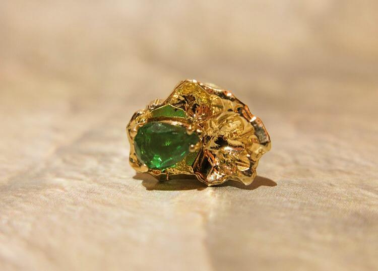 Vintage Emerald in handcarved 14k gold, tuxedo stud.