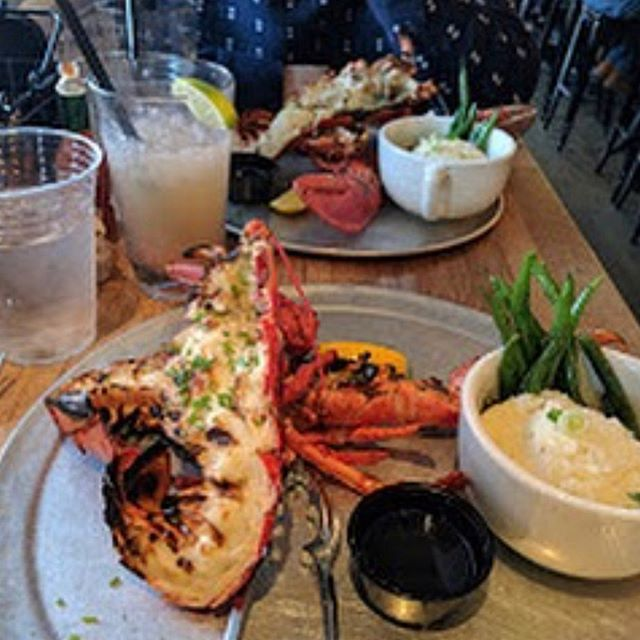 What's for dinner? Oh, you know, just a 1.5lb Lobster and 2 sides for $14.95! This deal starts at 5:00 but get here early because we do sell out! #lobsterdinner #leespintandshell