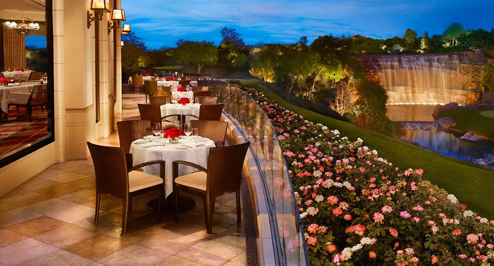 Wynn 373_Country_Club_Patio_Evening_Barbara-Kraft_DESKTOP.jpg