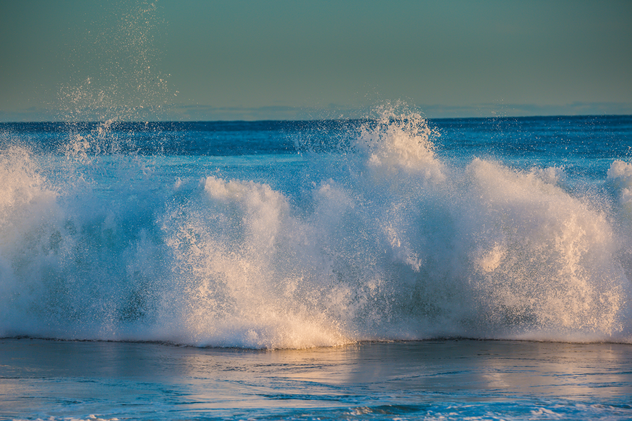 morning-ocean-waves-in-East-Hampton-NY.jpg