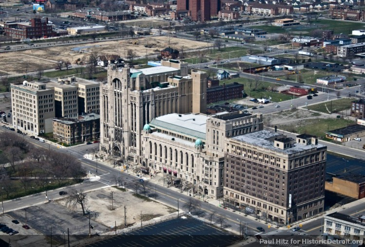 The American Hotel perched next to its neighbor, the Masonic Temple. Photo by Paul Hitz for  Historic Detroit