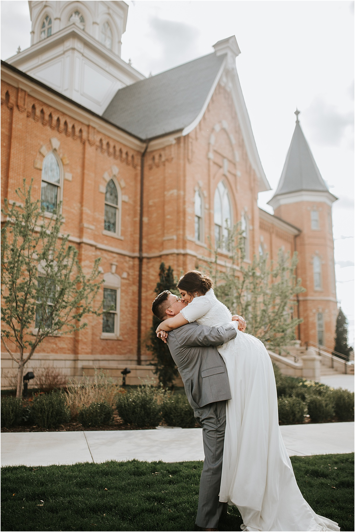 provo_city_center_temple_wedding_photos_bride_groom_dress_0034.jpg