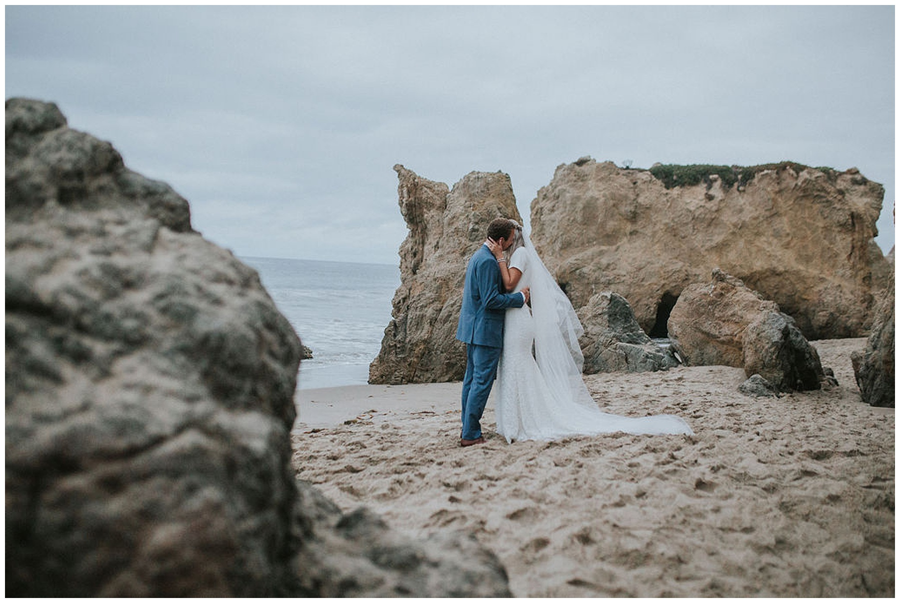el-matador-state-beach-los-angeles-wedding-look-for-the-light