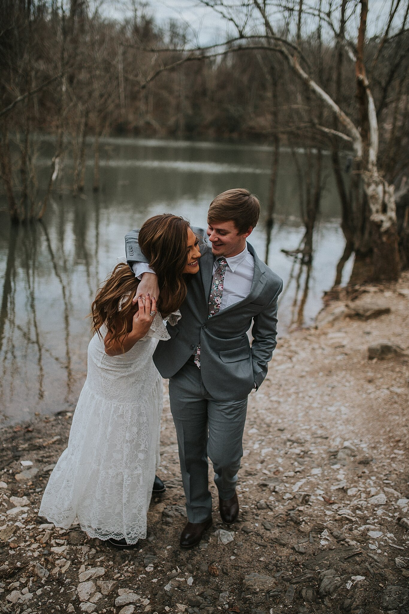 romantic-dreamy-knoxville-adventure-elopement-springtime-bridals-look-for-the-light-photo-video