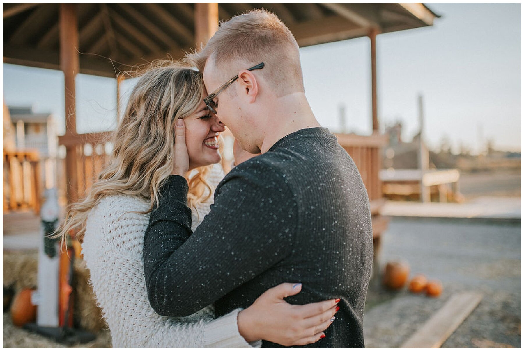 fall-engagement-photos-pumpkin-patch-knoxville-photographer-look-for-the-light-photo-video