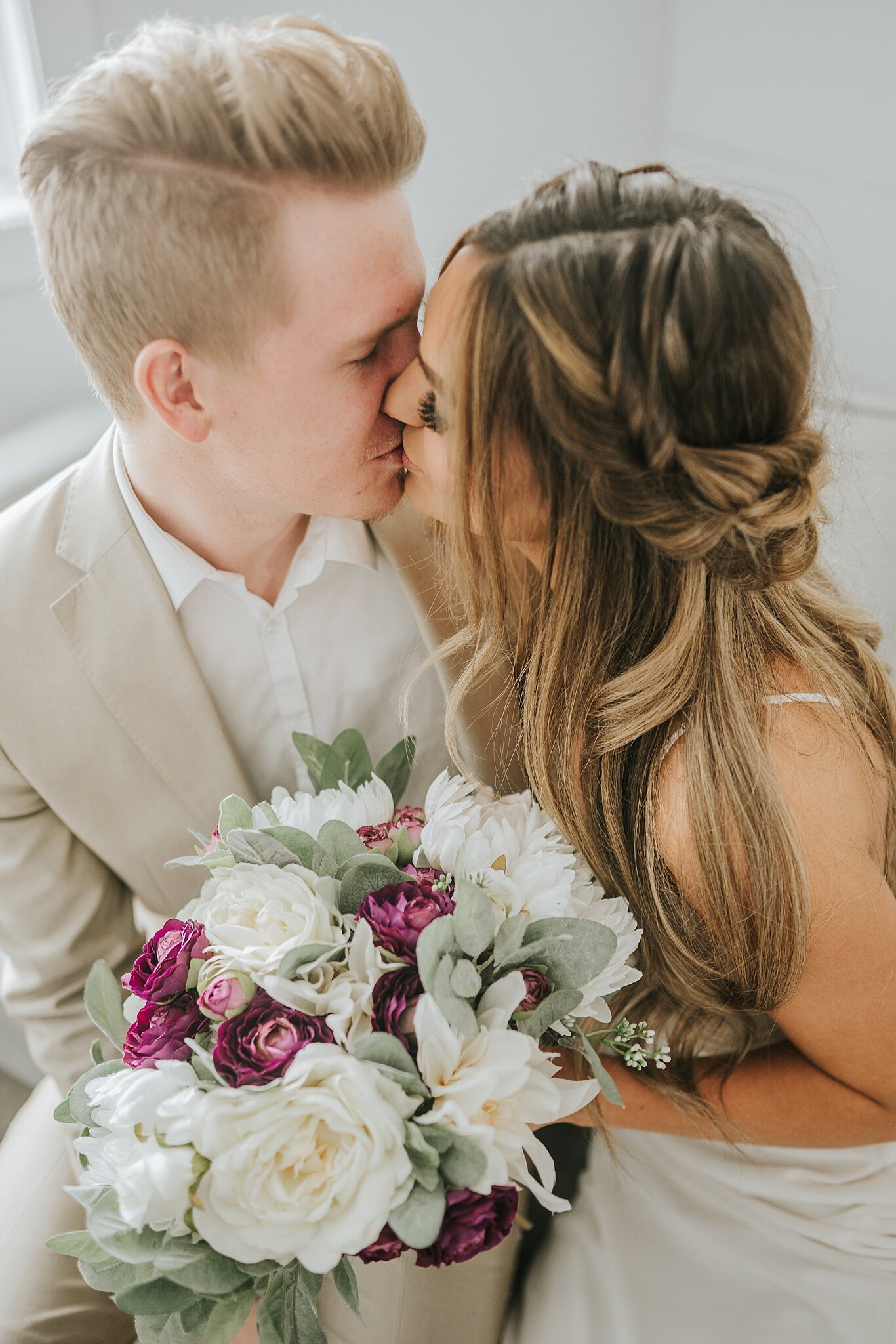 boho-chic-elopement-shoot-knoxville-bride-summertime-wedding-look-for-the-light-photo-video