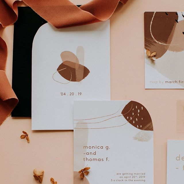 Funky wedding invitation set for a spring creative shoot in Montreal 💛 We loved working with these gorgeous earthy tones! And guess what? This suite will be available in our Etsy shop very soon! ☺️ . . The Team:  Photographer: @naomiegagnonphotographe  Planning & design: @heramariages  Florist: @elle_aime_les_fleurs  Rentals: @lavieunefete + @lanouvelletablee  Venue: @mckiernanmtl  Hair + MUA: @golddustwedding  Wedding dress: @dreamityourselfmontreal  Jewelry: @thisilk  Stationery: @whitewillowpaperco  Model: @sgmgm  Silk ribbons: @teintedejuillet . . #modernwedding #weddingstationery #weddinginvitation #earthytones #moderninvitation #graphicdesign #graphicdesignmontreal #art #etsyshop #whitewillowpaperco