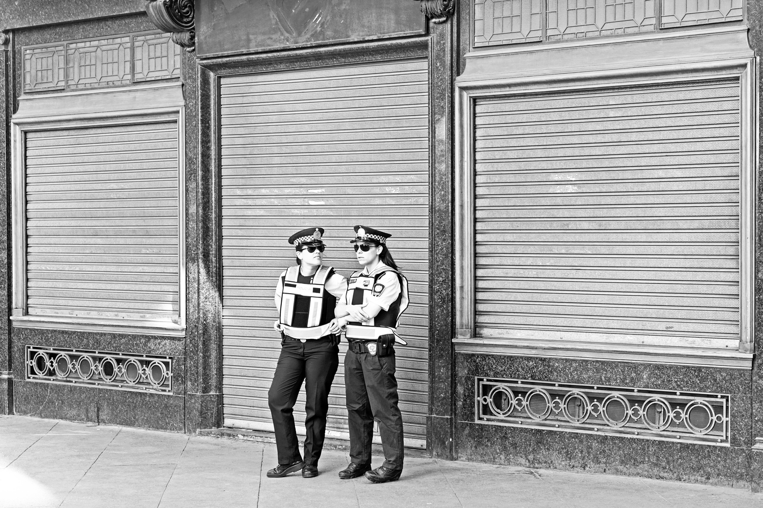 two-lady-cops-puerto-madero-buenos-aires-argentina.jpg