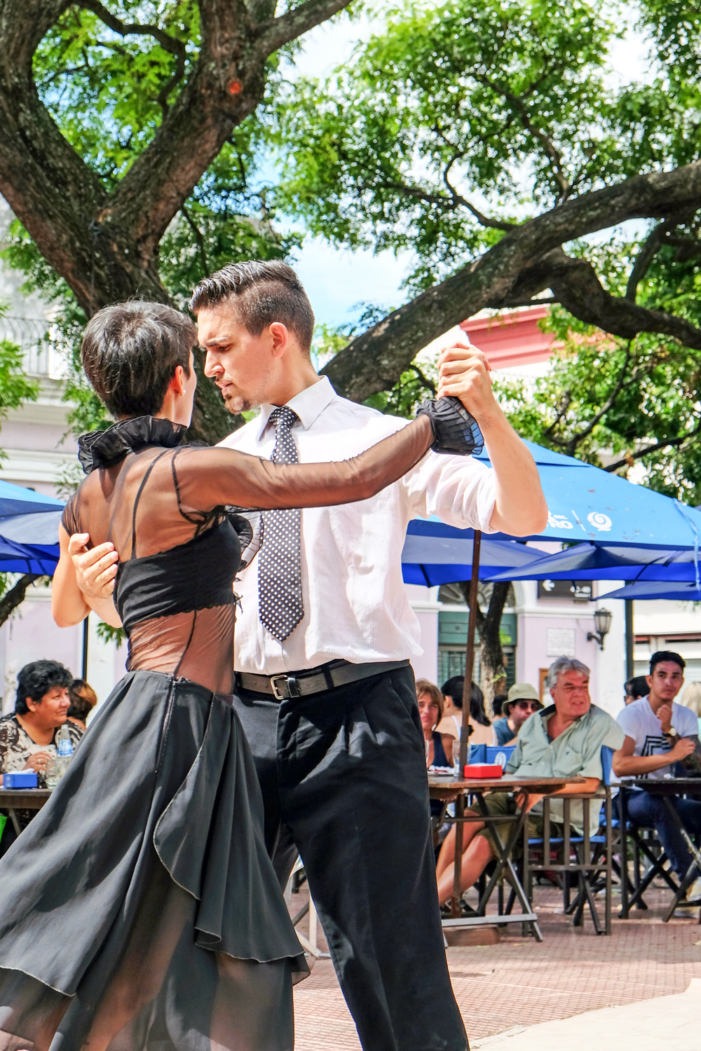 dancing-the-tango-in-san-telmo-buenos-aires-argentina.jpg