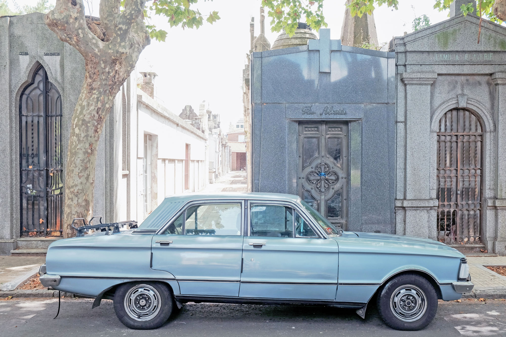 ford-falcon-cementerio-chacarita-argentina.jpg