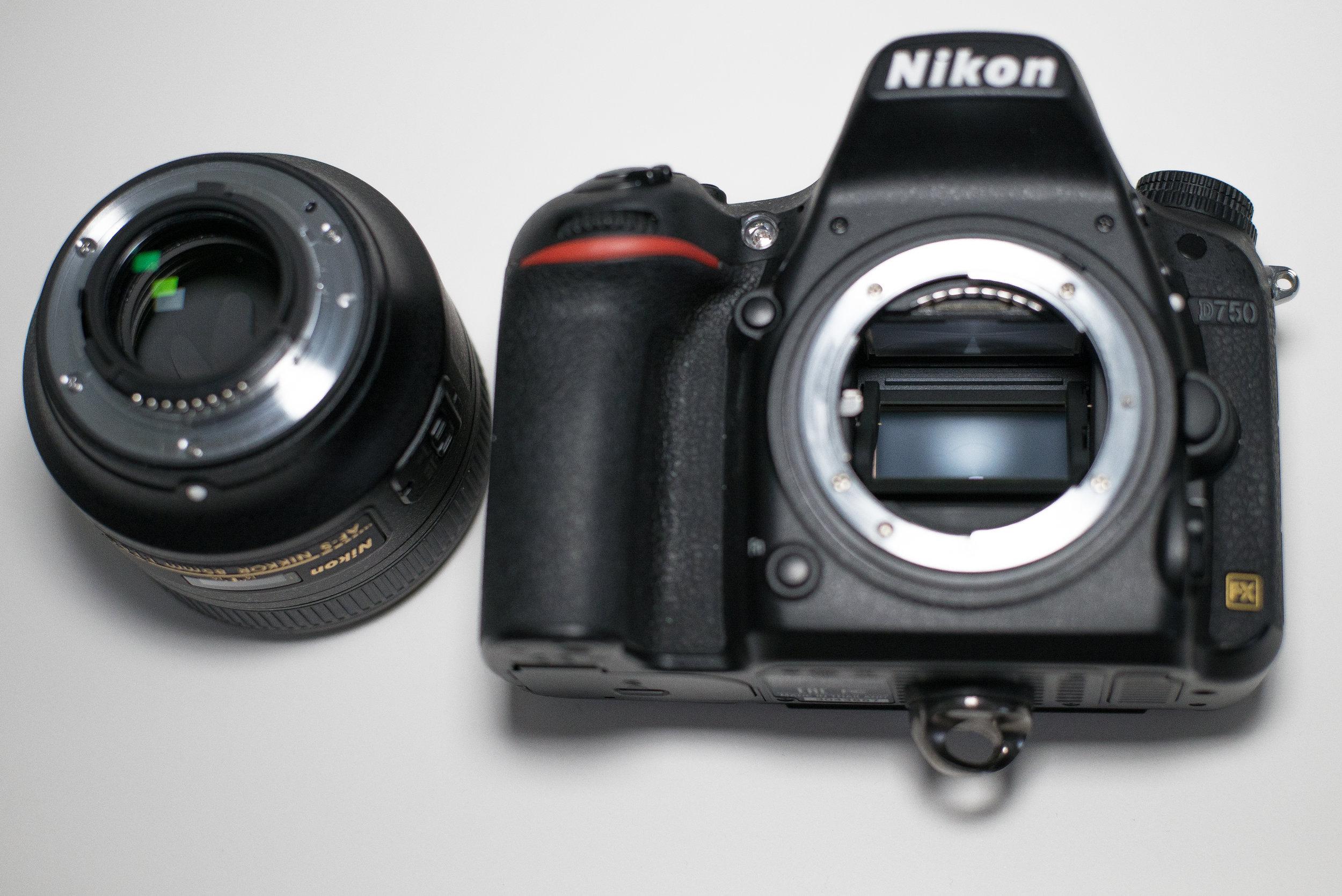 Lens off, lets look inside