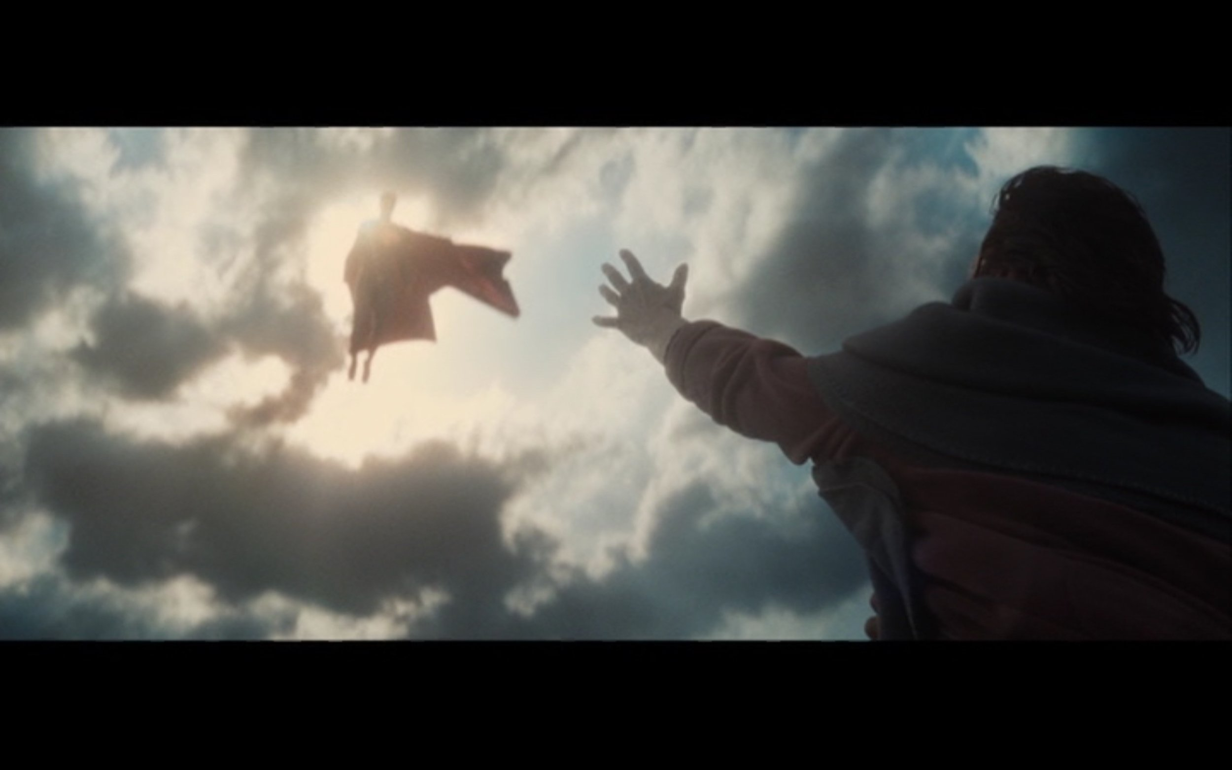 Figure 2: A woman stranded on the roof of her house by floodwaters reaches out for help from Superman in  Batman v Superman :  Dawn of Justice  (Snyder 2015). DC Entertainment/Legendary Pictures/Syncope/Warner Bros. Pictures.