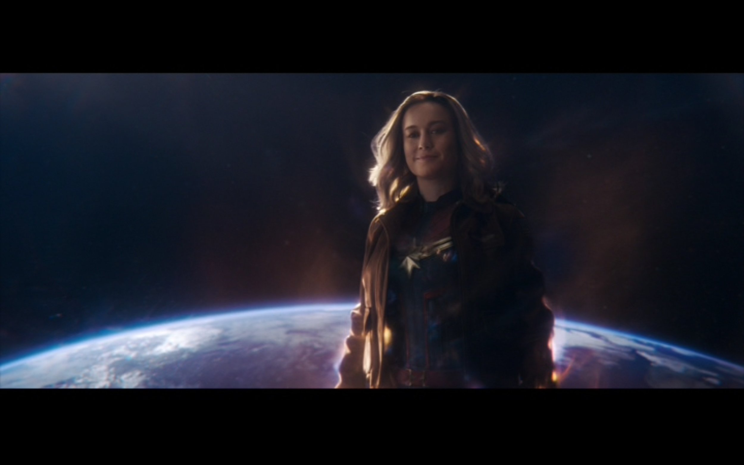 Figure 4: Carol shows off both her supergod and human sides, wearing her Kree suit as well as her Air Force jacket in  Captain Marvel  (Boden & Fleck 2019). Marvel Studios/Walt Disney Studios Motion Pictures.