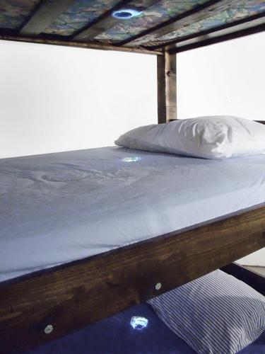 bed 3 holes web.jpg