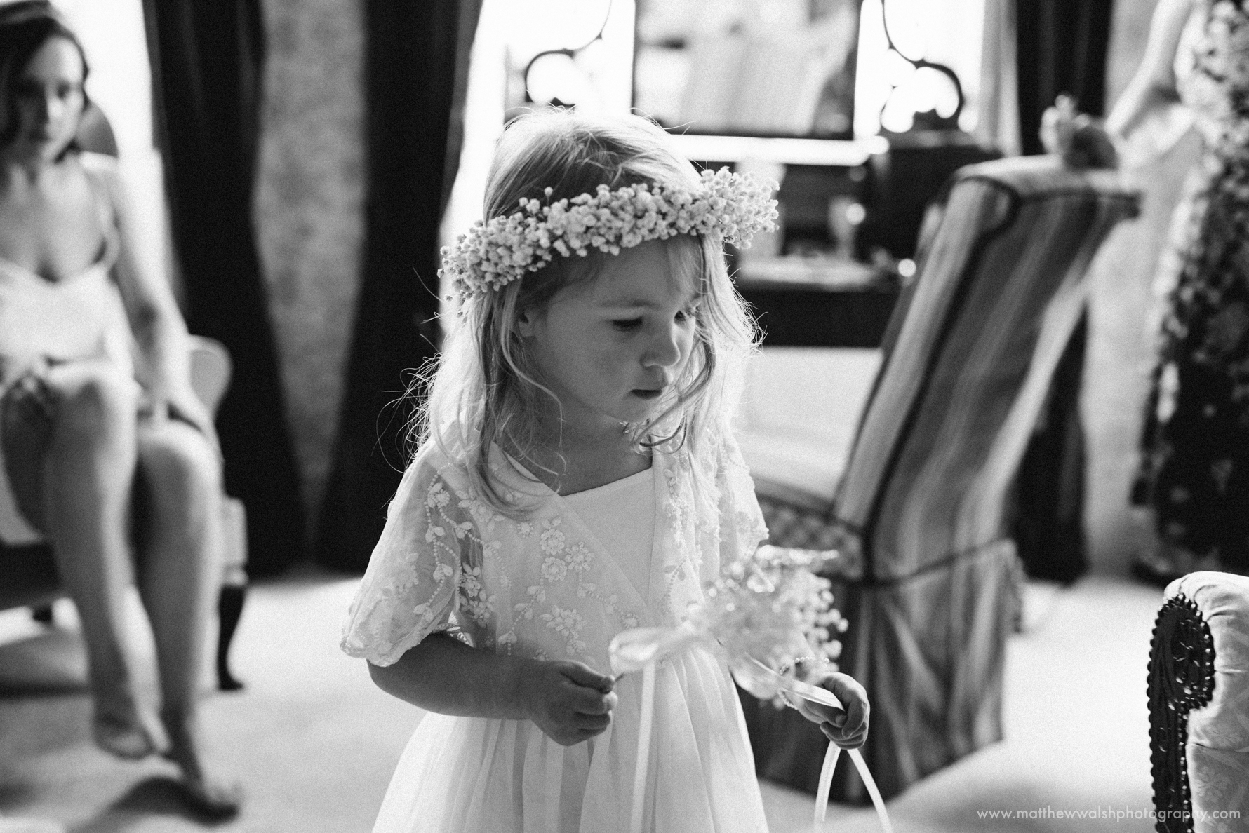 Flower girl get herself ready