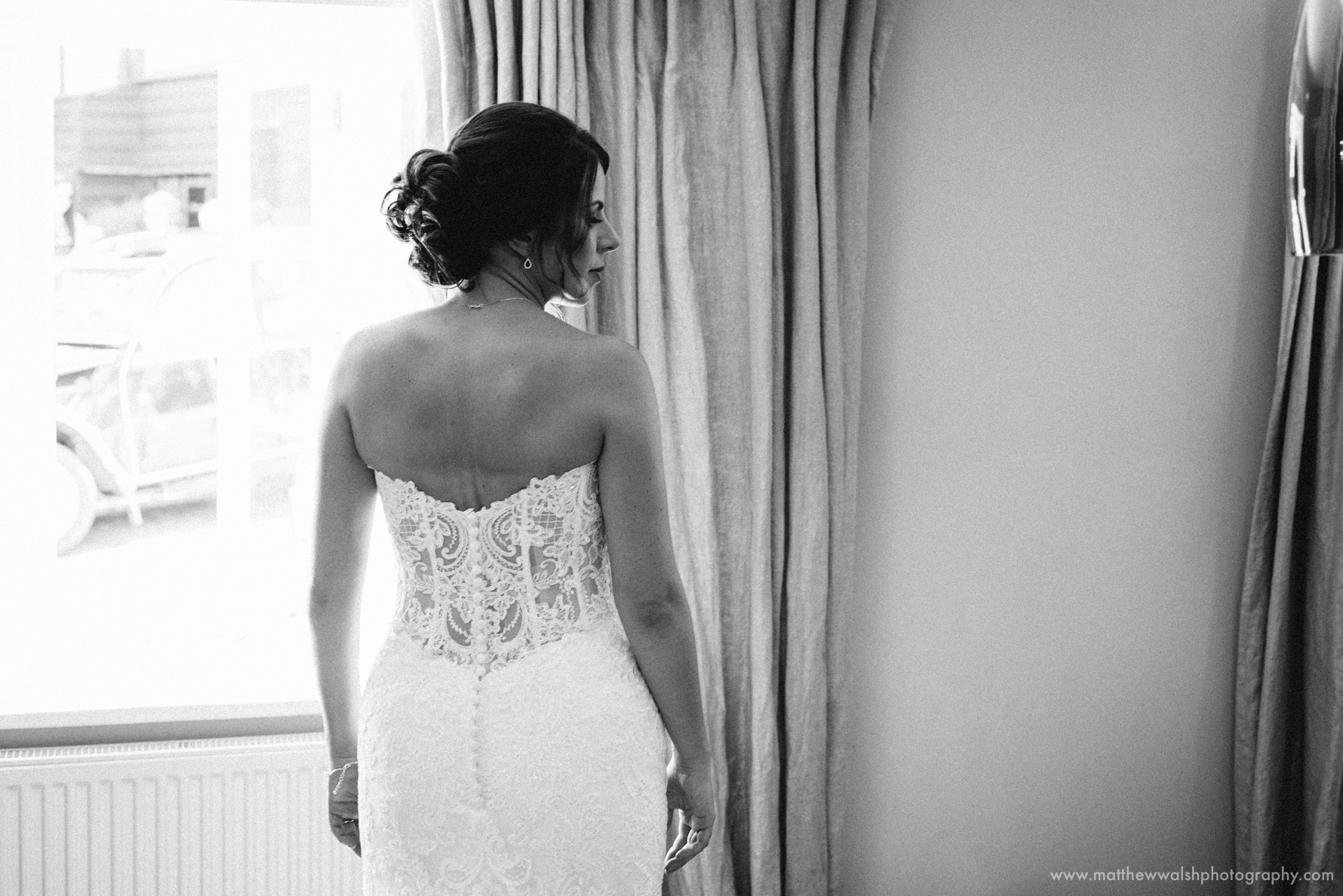 The bride looking beautiful and sophisticated all ready to go
