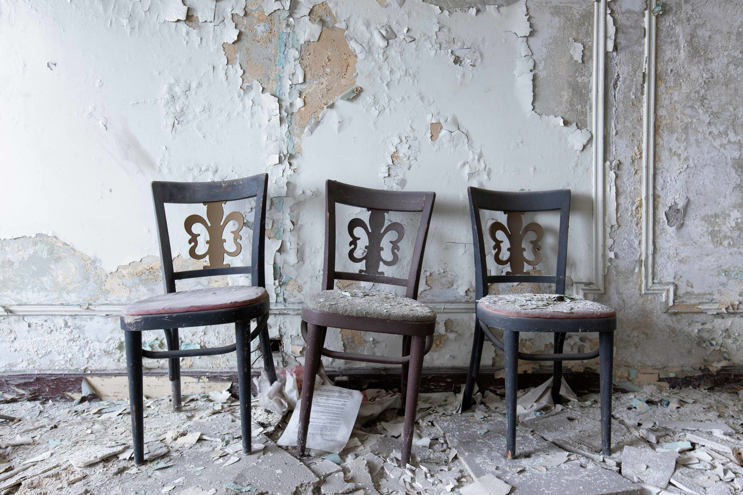 Park-Ave-Hotel-Three-Chairs.jpg