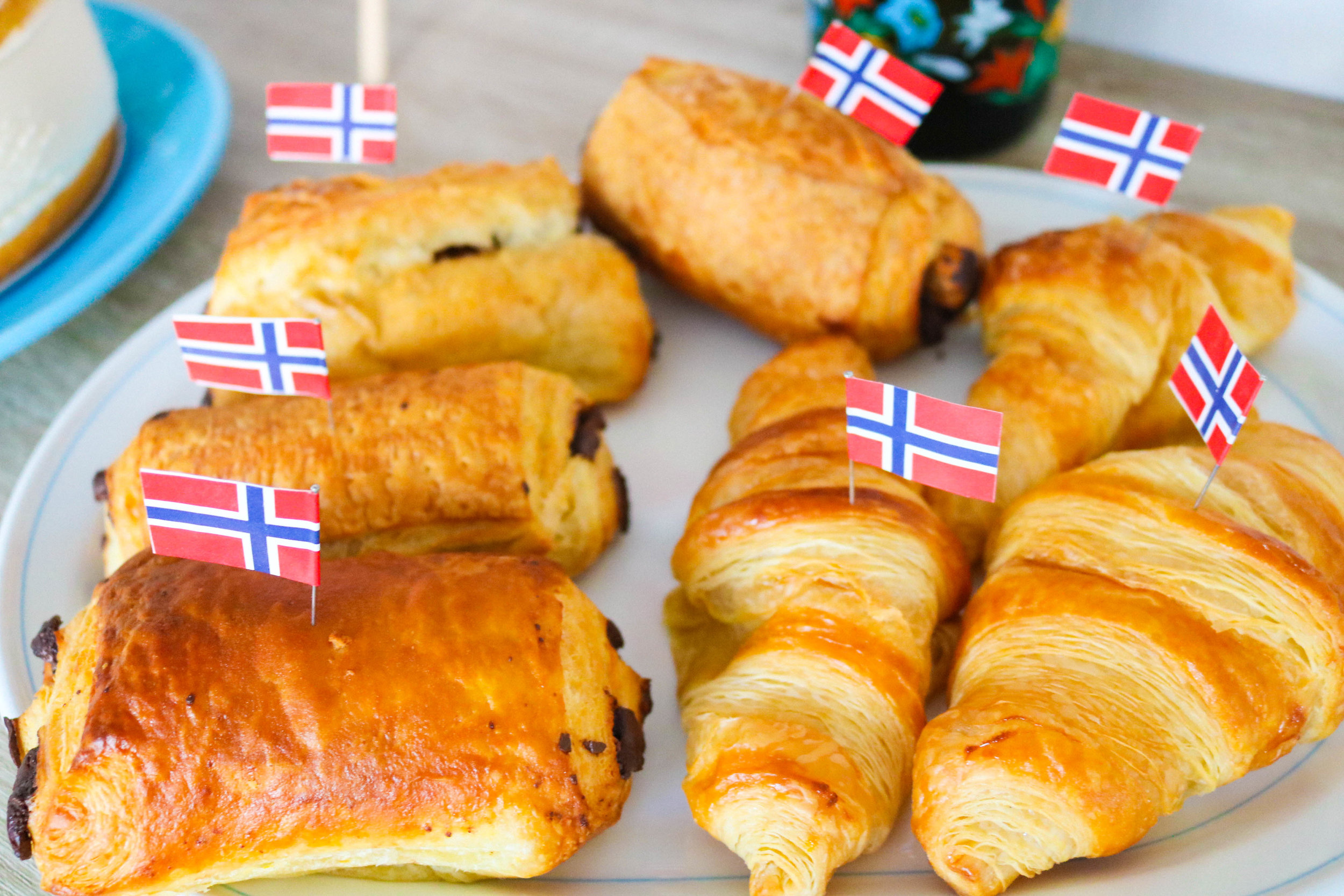 the flag says those croissants are norwegian...