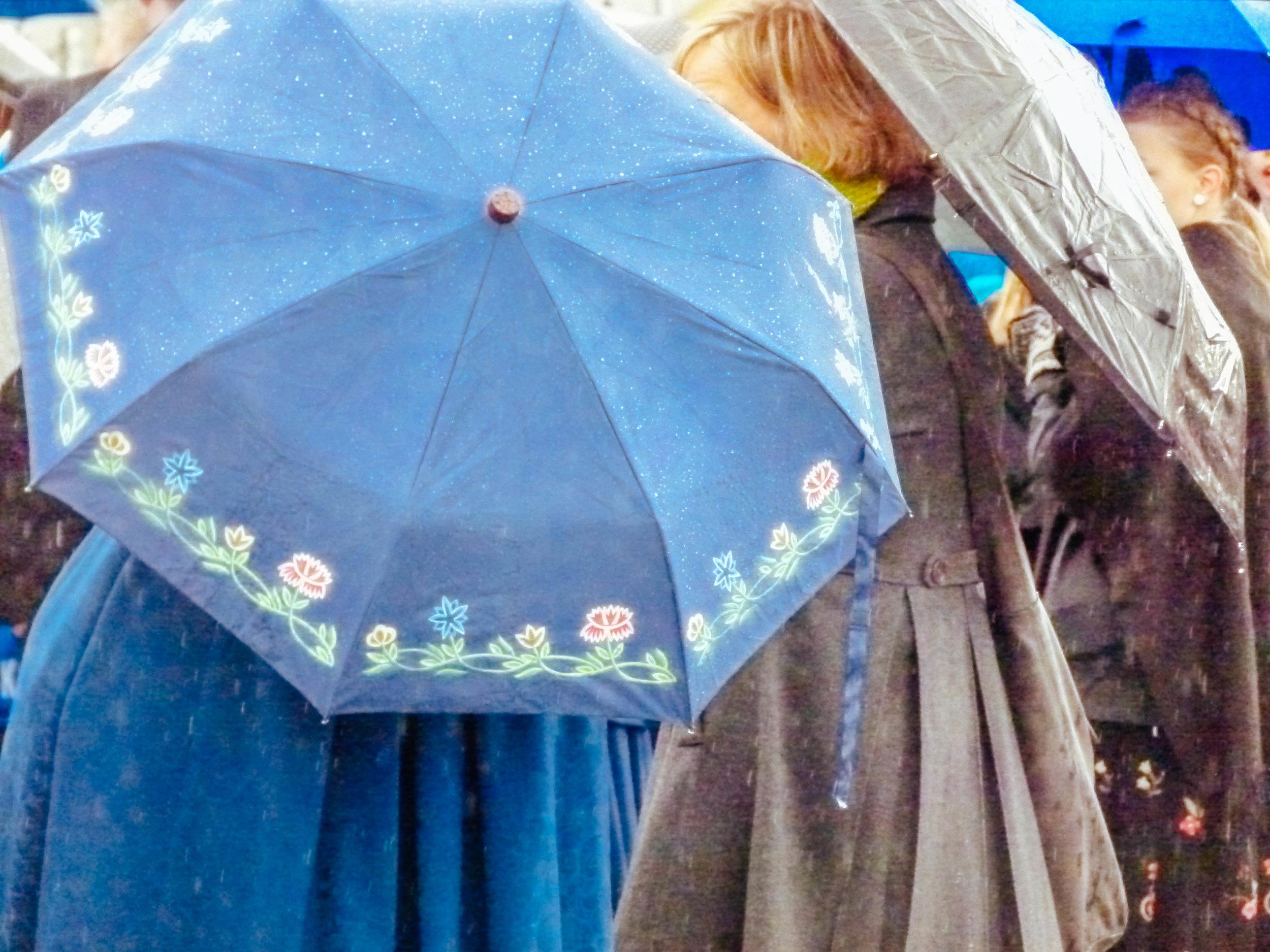 matching umbrellas? Impressive!