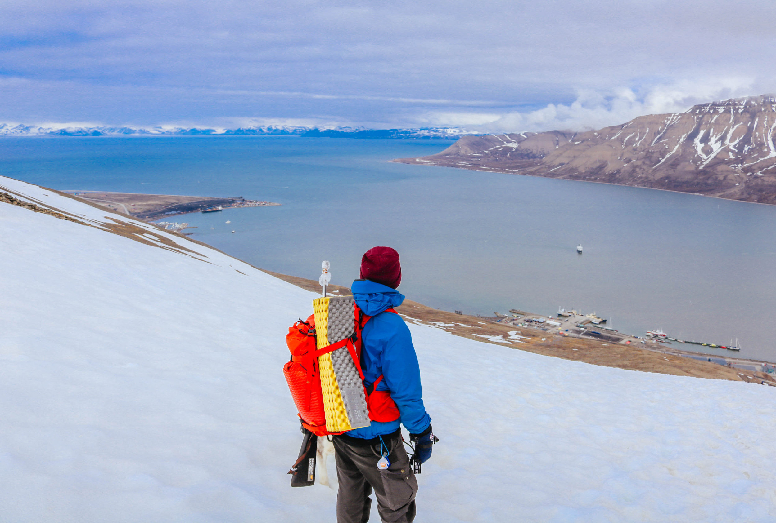 hiking mountains longyearbyen svalbard magnetic north travel basecamp explorer