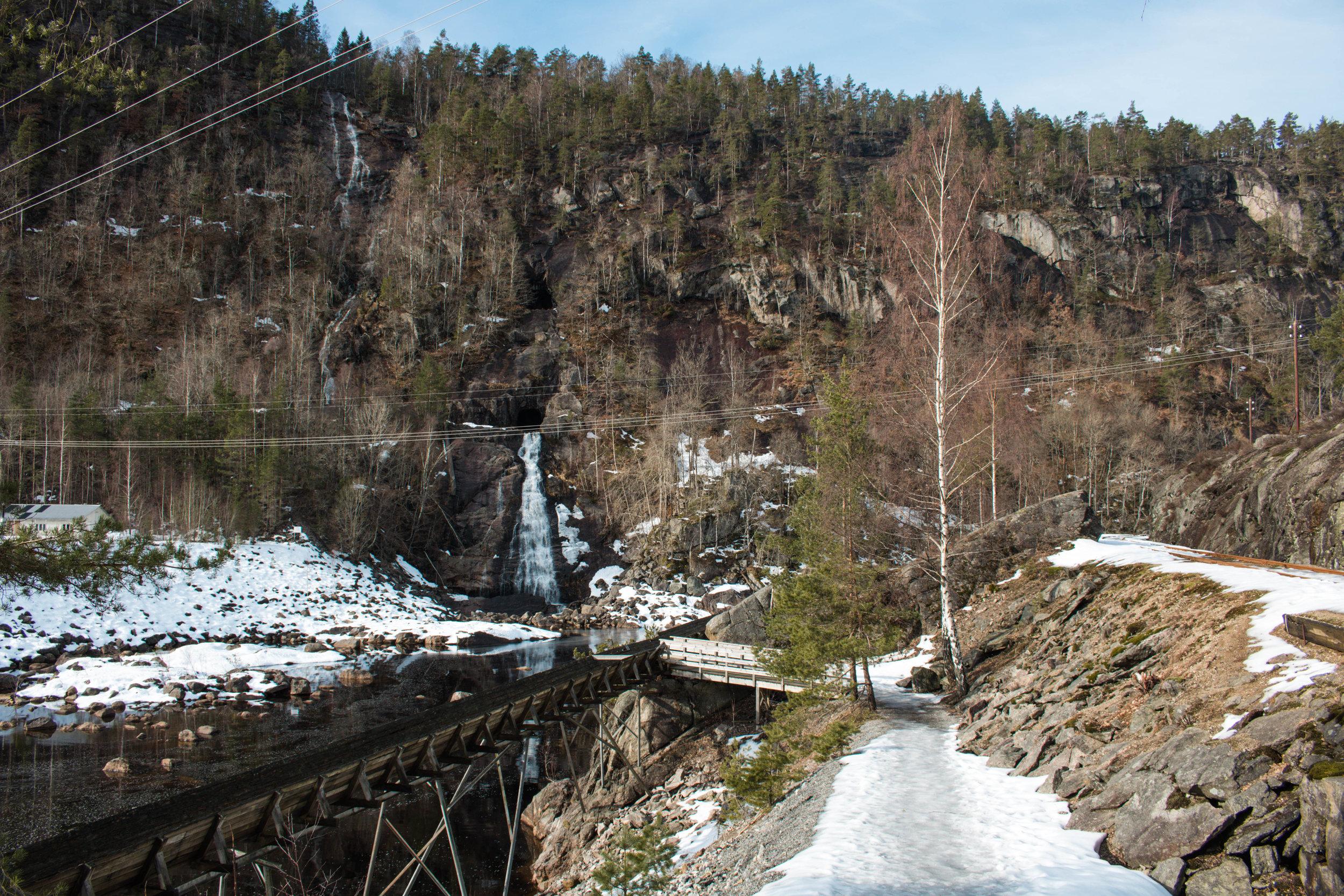Steinsfossen waterfall marks the beginning of the trail