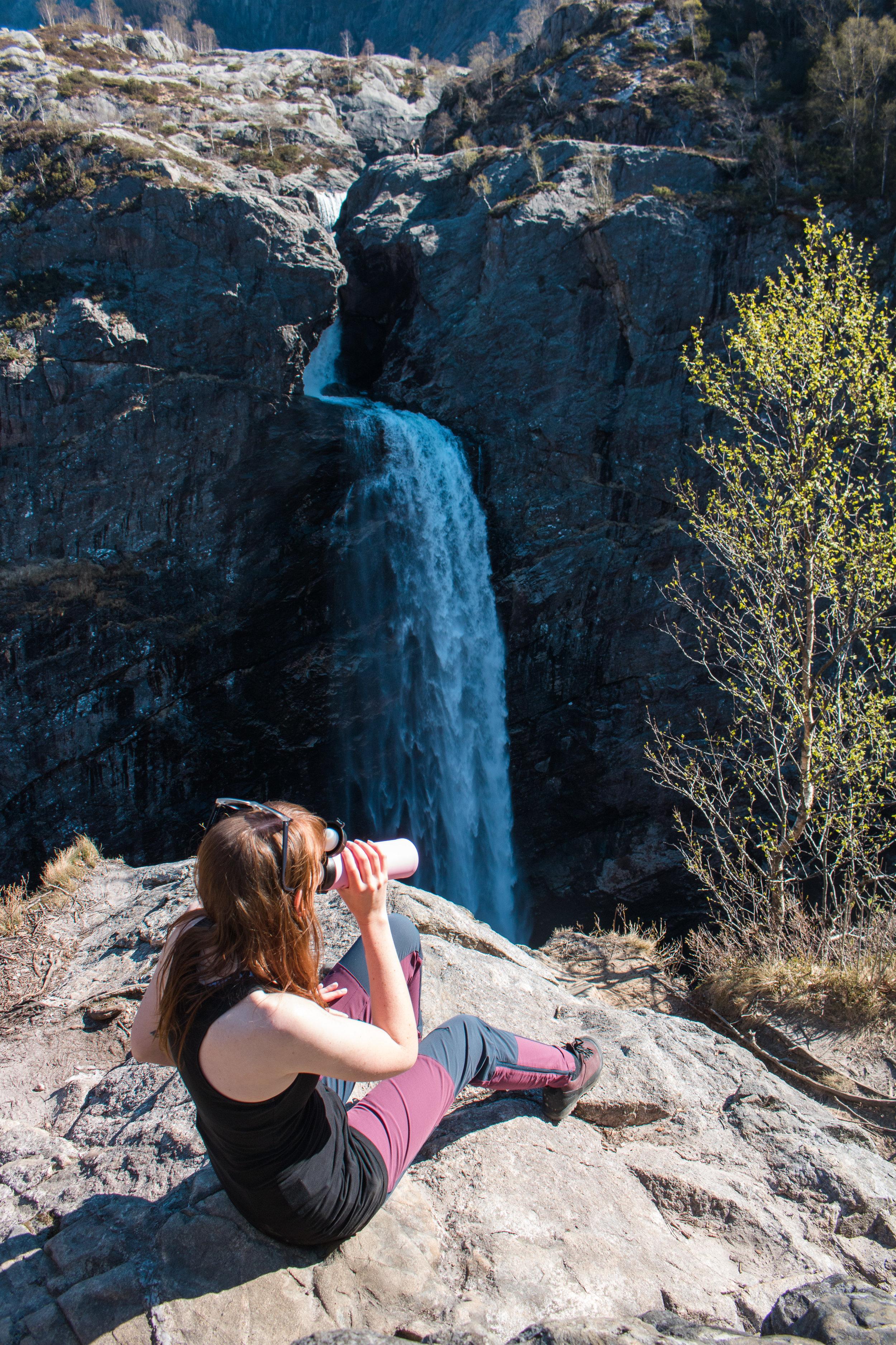 månafossen waterfall norway