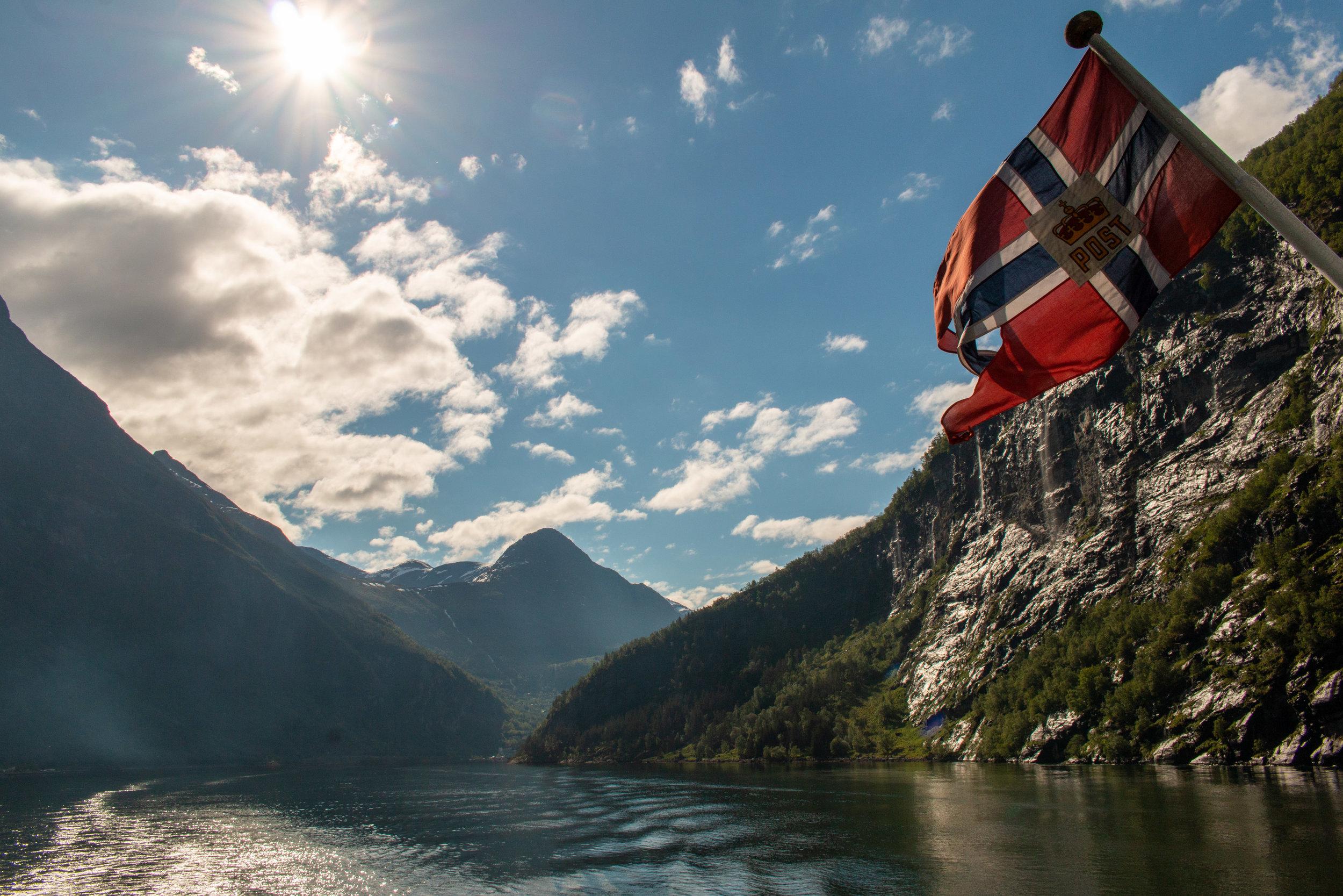 Fähre im Geirangerfjord.jpg