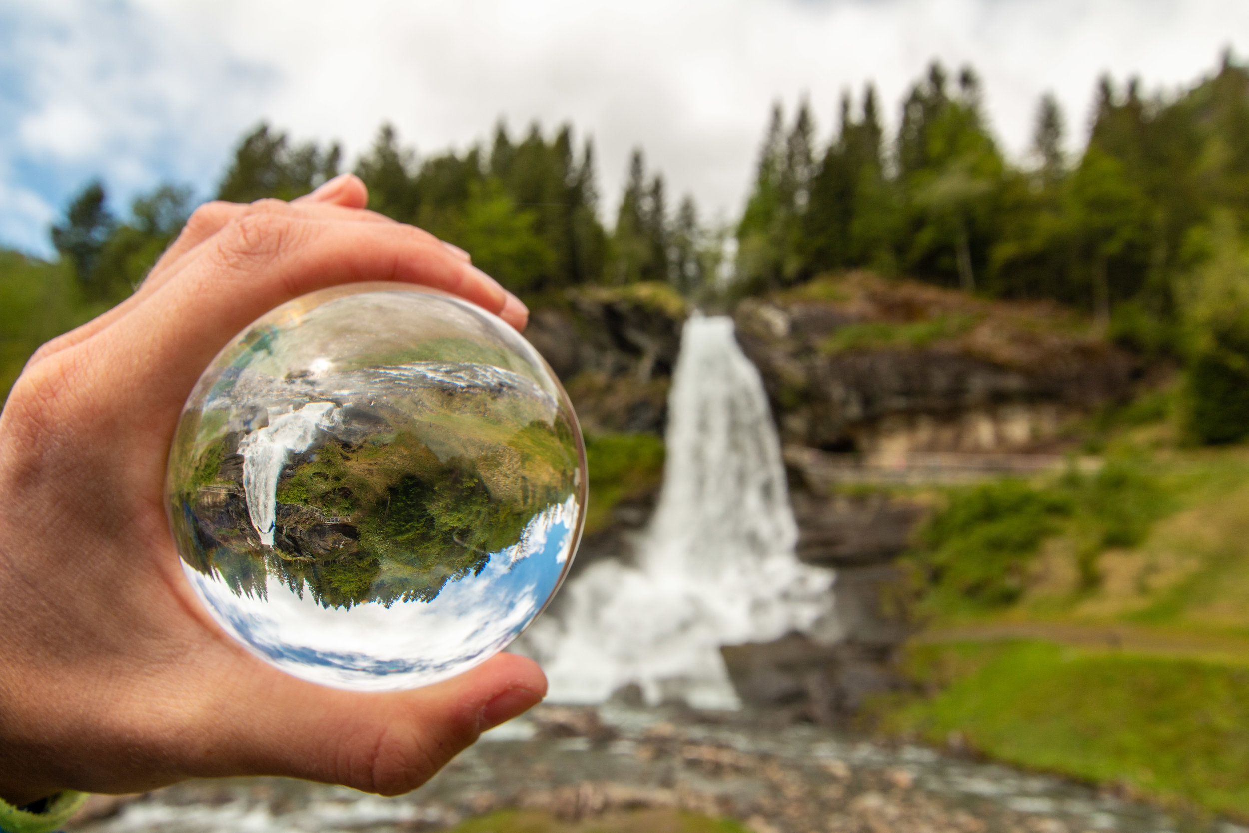 Aussicht vom Steinsdalsfossen Wasserfall.jpg
