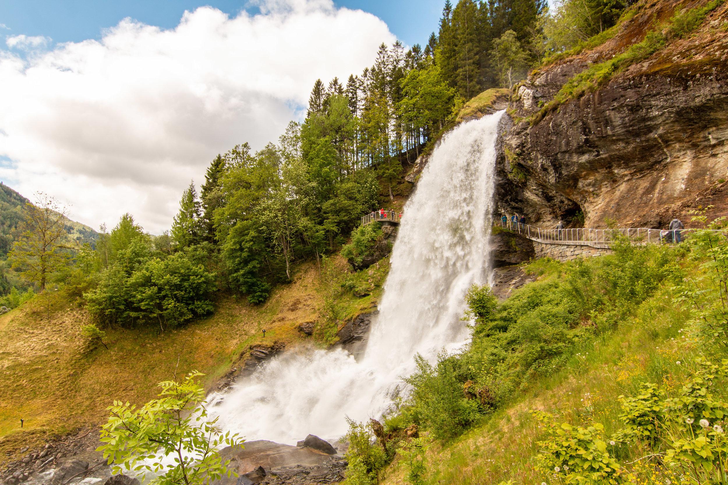 Steinsdalsfossen Wasserfall.jpg