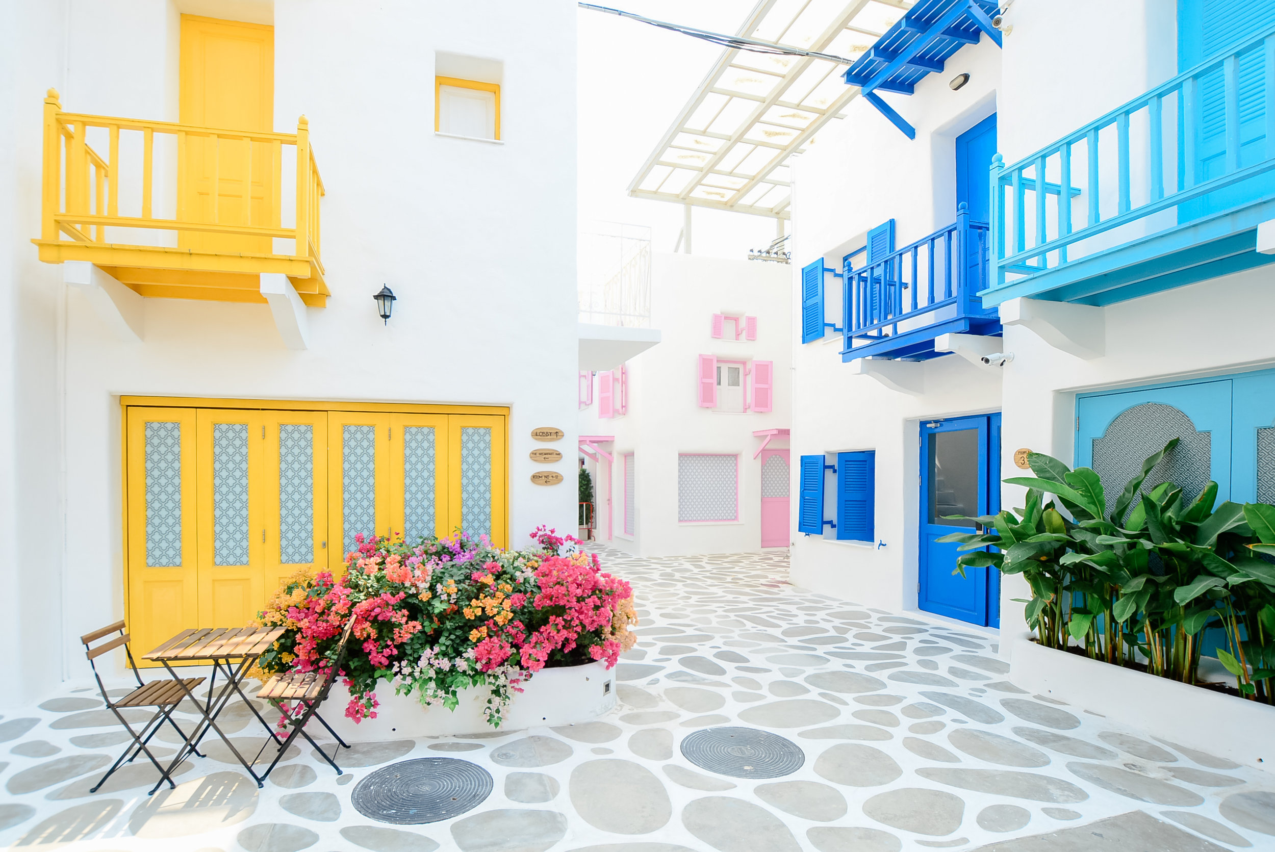 Beautiful Architecture building Exterior with santorini and gree