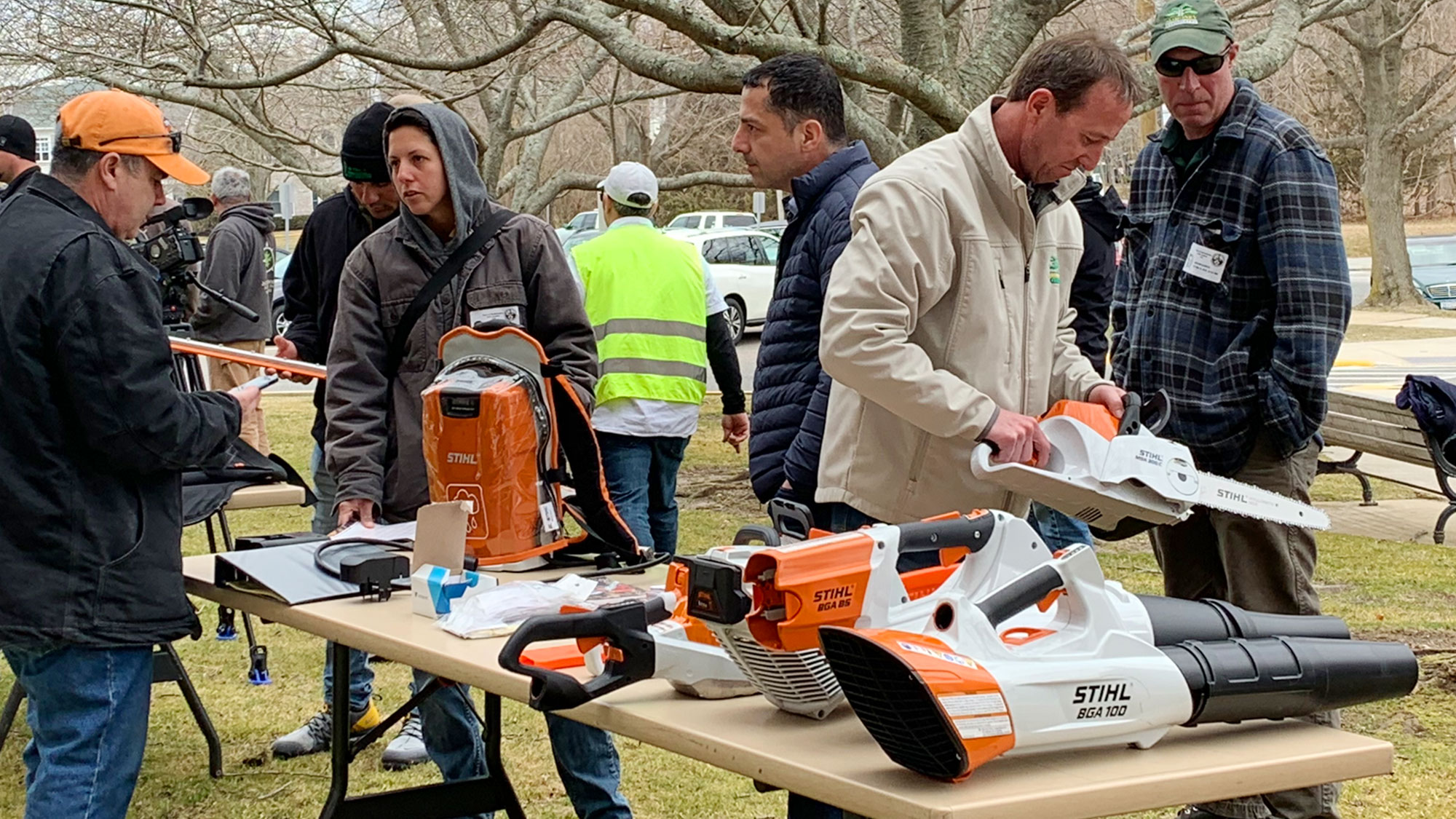 Commercial battery-powered equipment on display at the workshop. ( AGZA photo .)