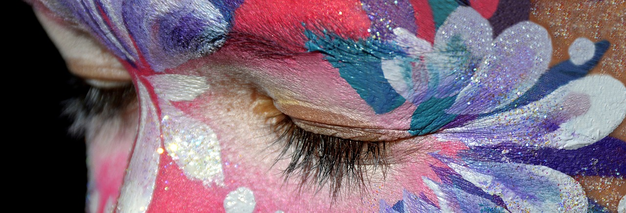 make-up-2137800_1280.jpg