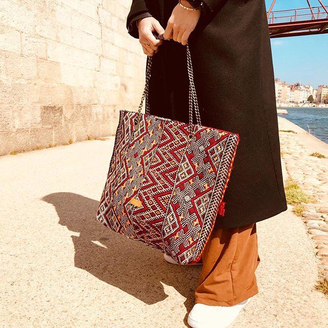 • Kilim Bag Isa   www.kariaa.fr •  #whomademybag #fashionrevolution #kilimbag #kilim #maroc #fashionrevolution #handmade #solidarity #morroco #whomakesmyclothes #tendance2019 #mode #berbere #nomad #nomade