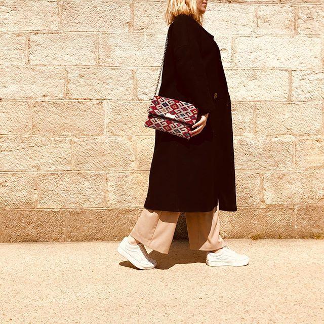 • La pochette Essifa et moi, vous donnons rendez-vous à Paris du 7 au 12 mai au concept store @lusaluso | Merci Sandra pour cette belle invitation •  #artisanat #portugal #maroc #paris #home #paris9 #boulevardvoltaire #kilimclutch #parisienne #igersparis #piecesuniques #tendance2019 #mode #bohostyle #fashionrevolution #whomademybag