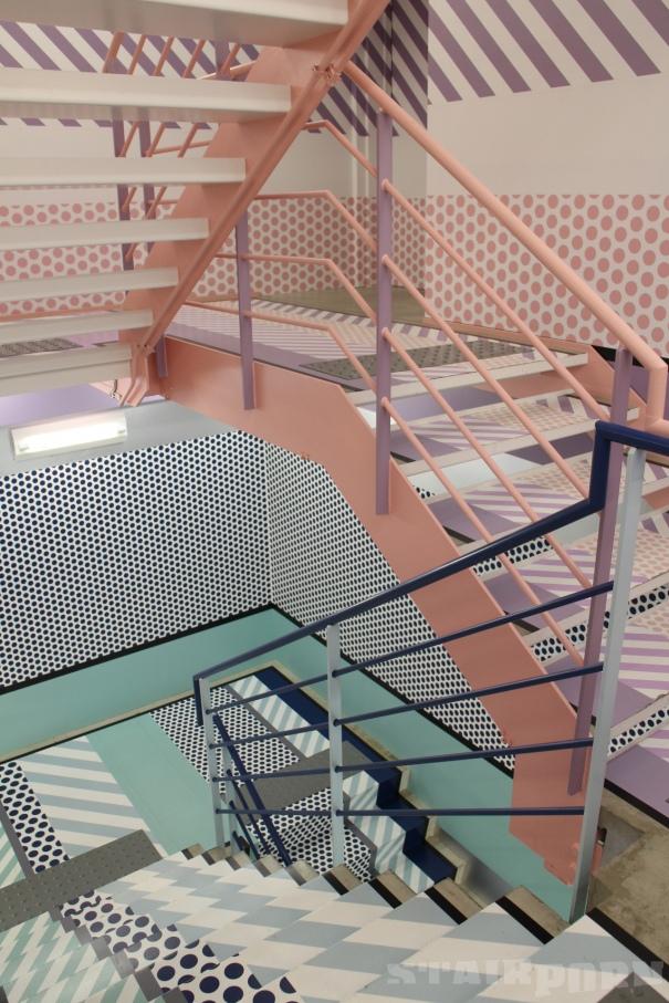 1e-colour-iffic-staircase-designs-contemporary-homes_605x0_fdf.jpg