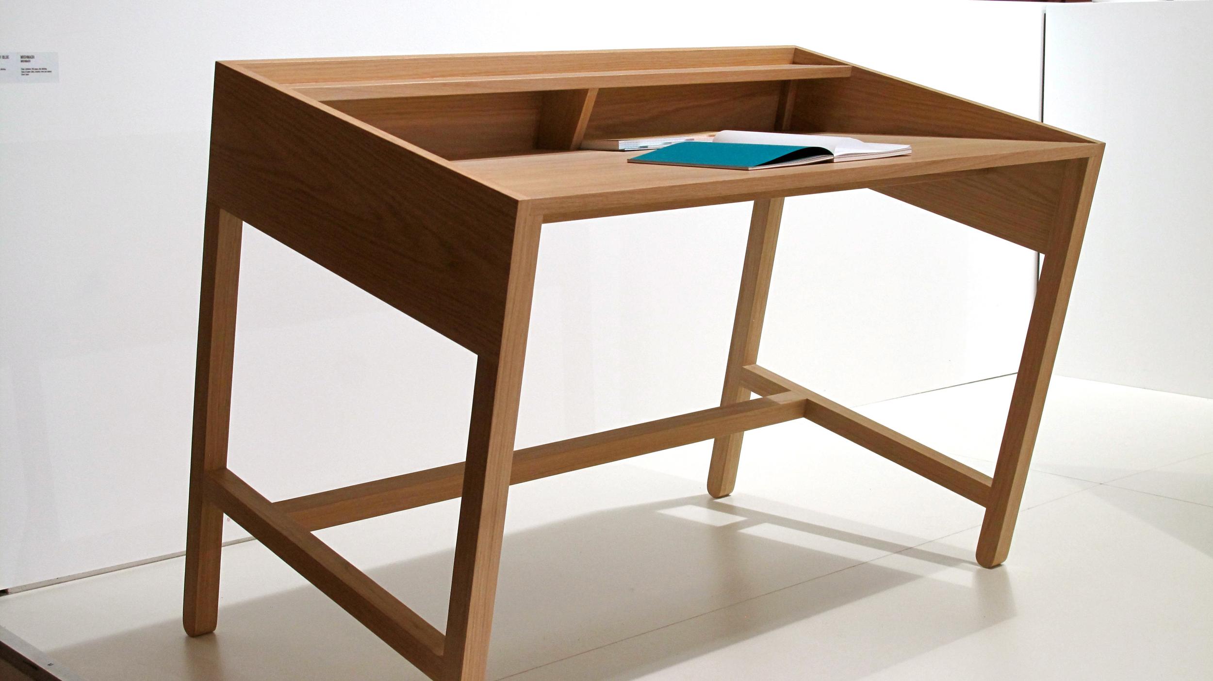 Torta  -Solid oak wood and oak plywood desk designed by Miguel Soeiro  Porventura | www.porventura.pt