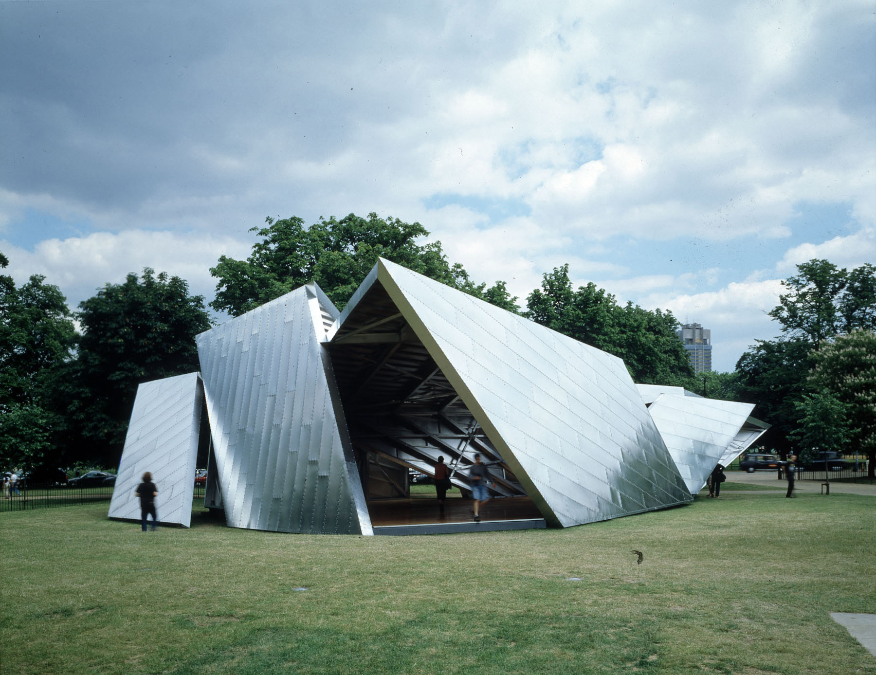 Image 3 of 34 | Serpentine Gallery Pavilion 2001 by Daniel Libeskind