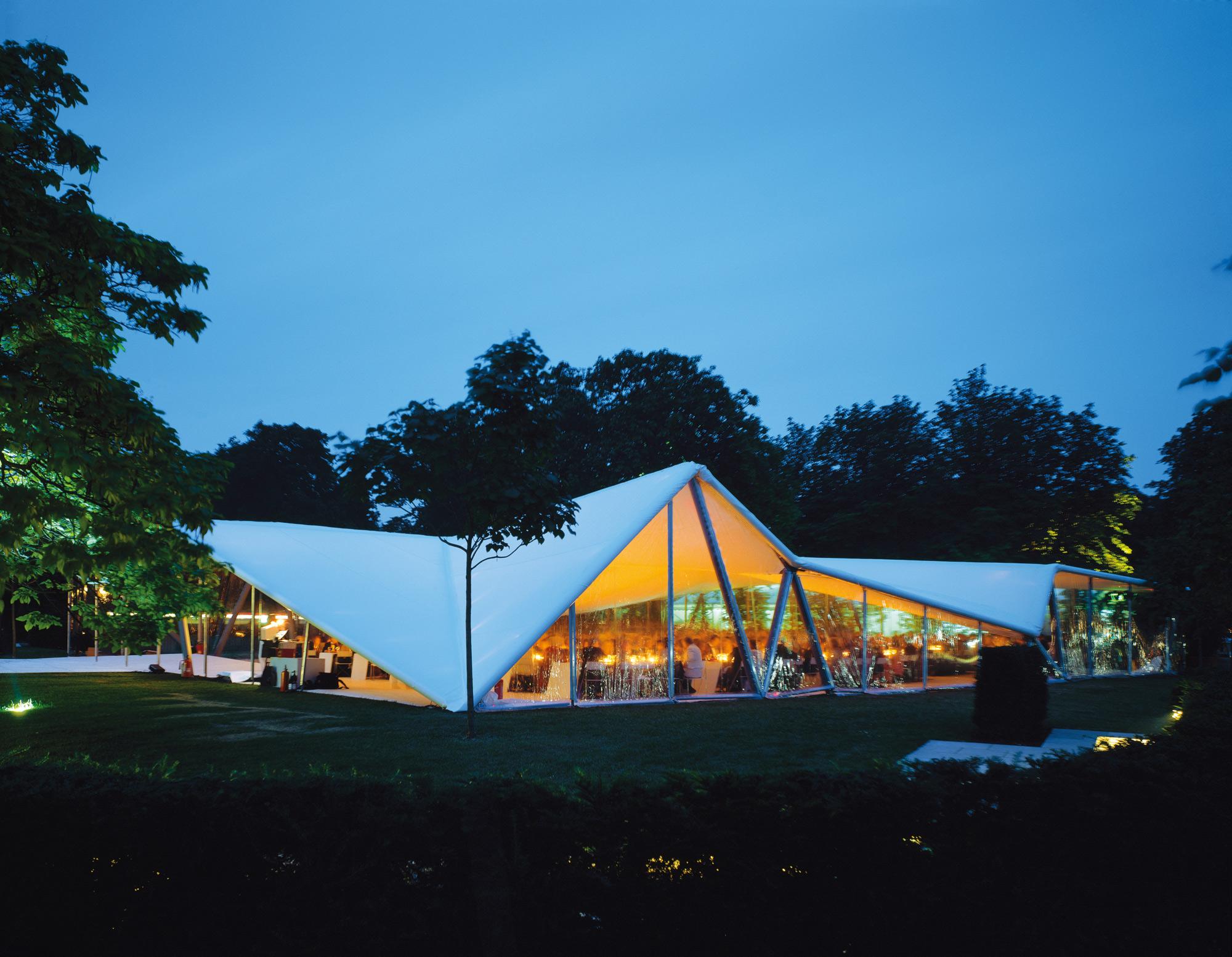 Image 1 of 34 | Serpentine Gallery Pavilion 2000 by Zaha Hadid