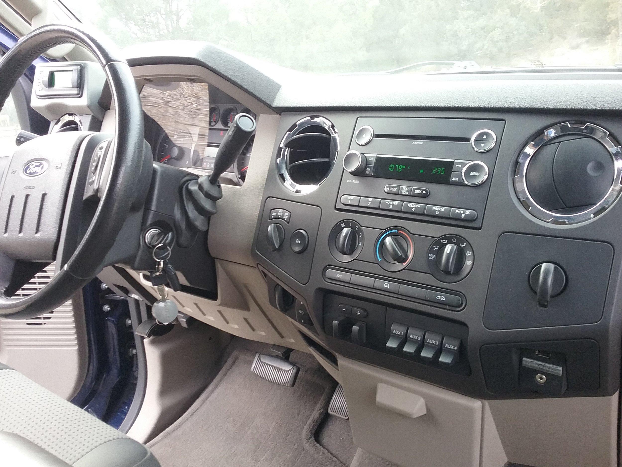 2009 F-250 interior.jpg