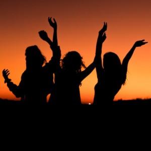 Girlriends silloutte.jpg