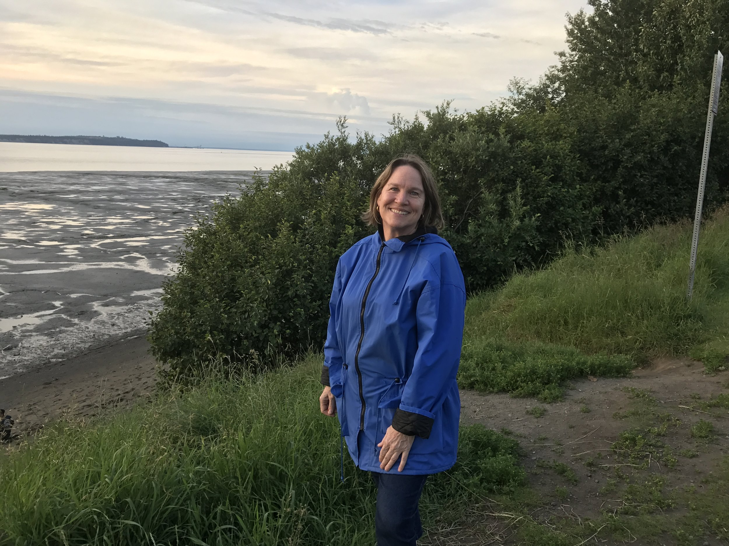Hiking with Keri along the Cook Inlet.