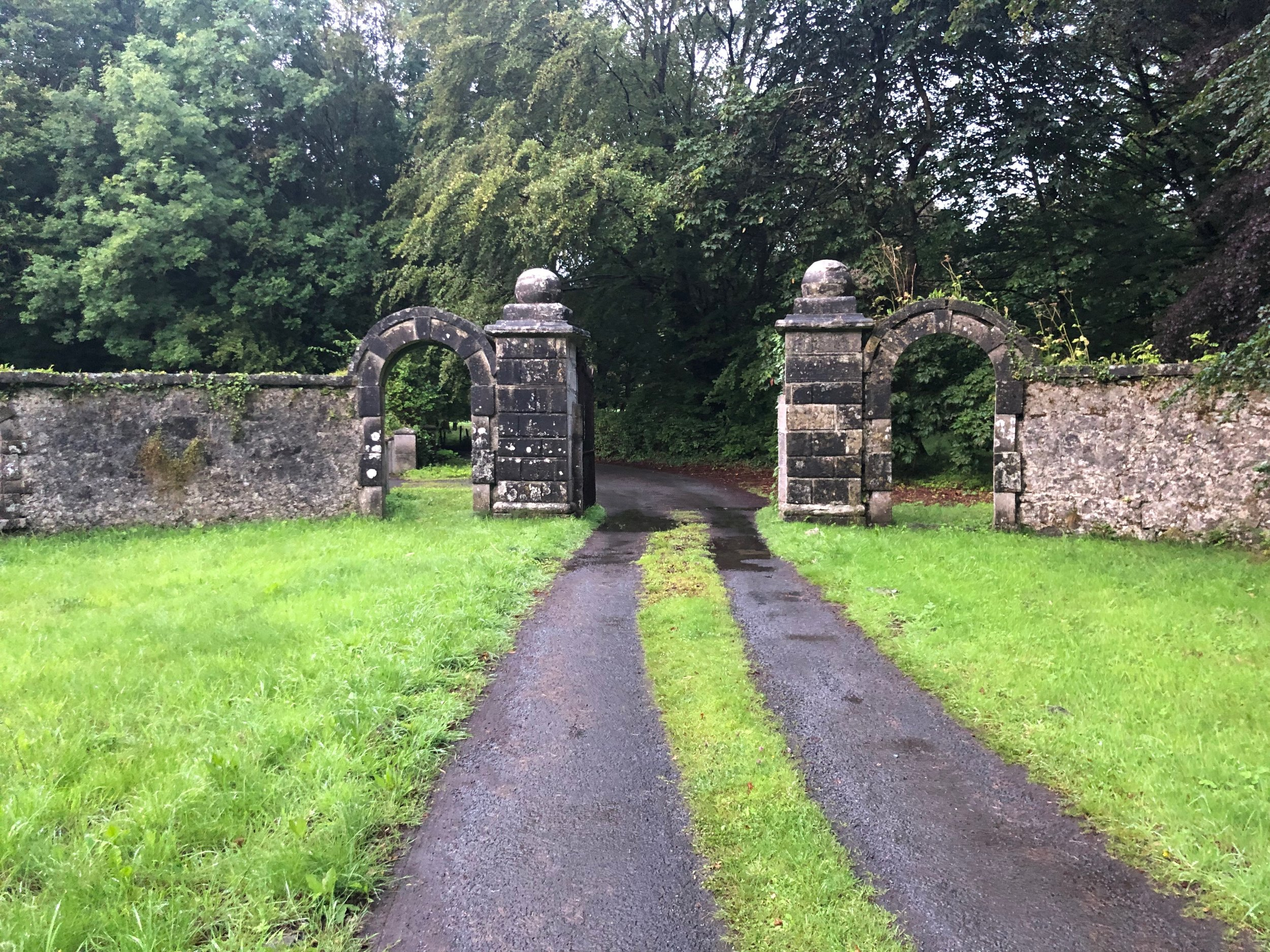 Entrance to the driveway leading to Castle Hackett.