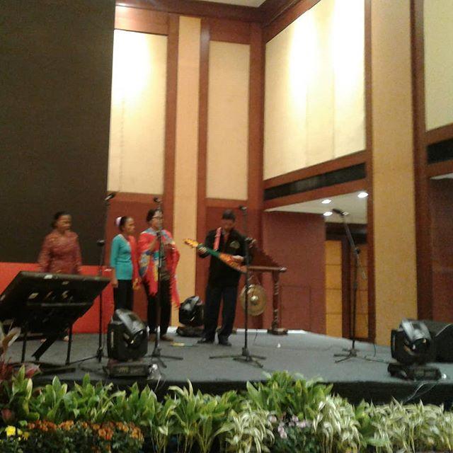 Karungut, yaitu salah satu kesenian tradisional dari Kalimantan Tengah. Seni musik ini mengekspresikan kegembiraan dan kebahagiaan. * lagi gladiresik stunting summit 28 Maret 2018 #cegahstunting #stuntingsummit  # bundaharuspaham