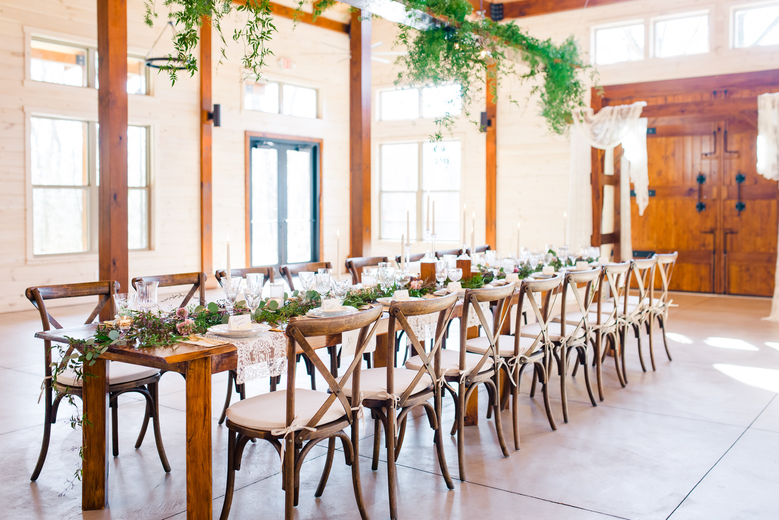 PLAYFUL & RUSTIC HEAD TABLE AT HIWASSEE RIVER WEDDINGS