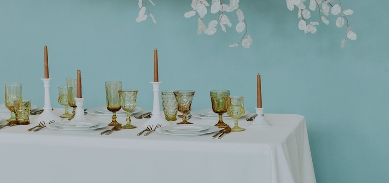 PHOTOGRAPHY -  EMVISION PHOTOGRAPHY , VENUE -  CIRCLE B EVENT VENUE , FLORAL INSTALLATION -  BLUE THISLE DESIGN , LINENS -  WHITE TABLE , PLACE SETTINGS -  CHATTANOOGA TENT , GHOST CHAIRS -  LUMA DESIGNS , VINTAGE GOBLETS AND MILK GLASSWARE -  THE COPPER QUAIL