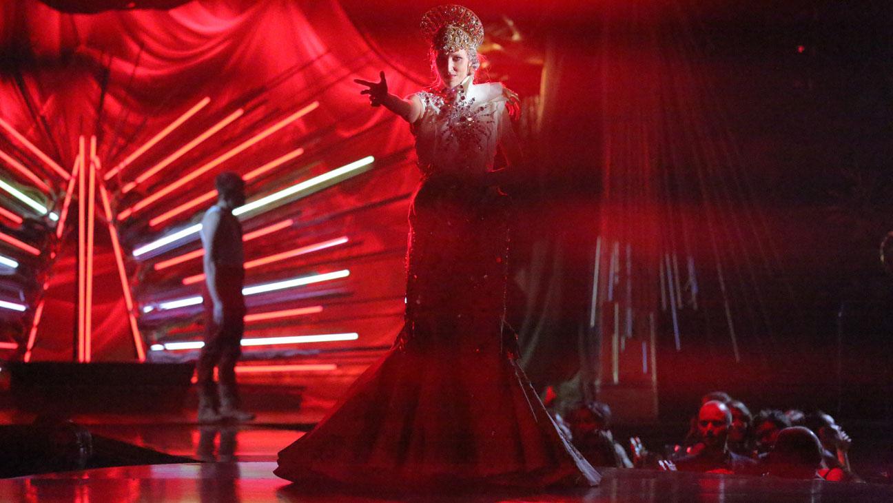 Giovanna-Battaglia-Queen-Of-The-Night-005.jpg