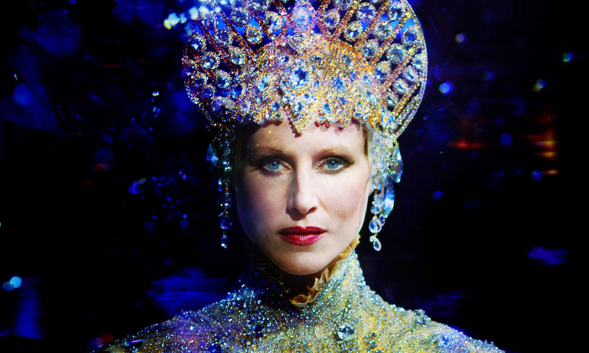 Giovanna-Battaglia-Queen-Of-The-Night-013.jpg