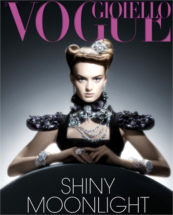 Giovanna-Battaglia-Vogue-Gioiello-30-Thirty-Years-of-Golden-Dreams-1-Luciana-Val-Franco-Musso-Shiny-Moonlight.jpg