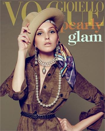 Giovanna-Battaglia-Vogue-Gioiello-30-Thirty-Years-of-Golden-Dreams-9-Sofia-Sanchez-Mauro-Mongiello-Pearly-Glam.jpg