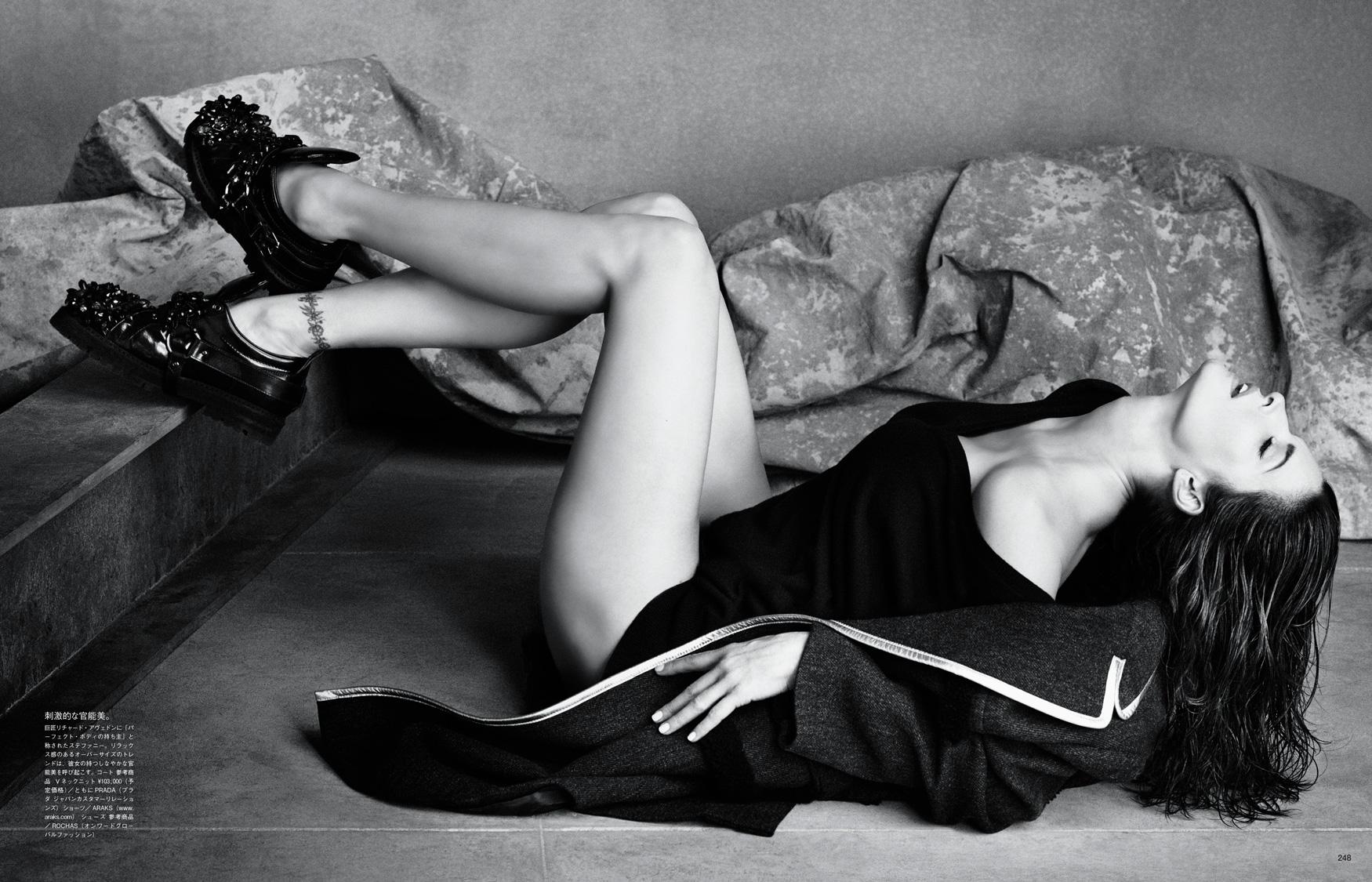 Giovanna-Battaglia-The-Icons-Of-Perfections-Vogue-Japan-15th-Anniversary-Issue-Luigi-Iango-V181_248_200-19.jpg